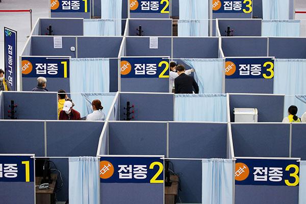 Hàn Quốc đẩy nhanh tốc độ tiêm chủng cho người cao tuổi