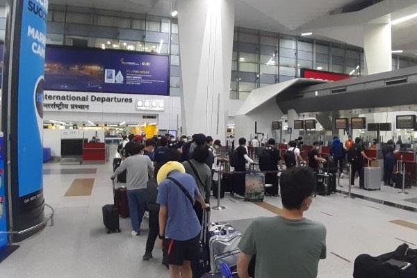 Thêm 164 nhân sự người Hàn Quốc công tác tại Ấn Độ hồi hương