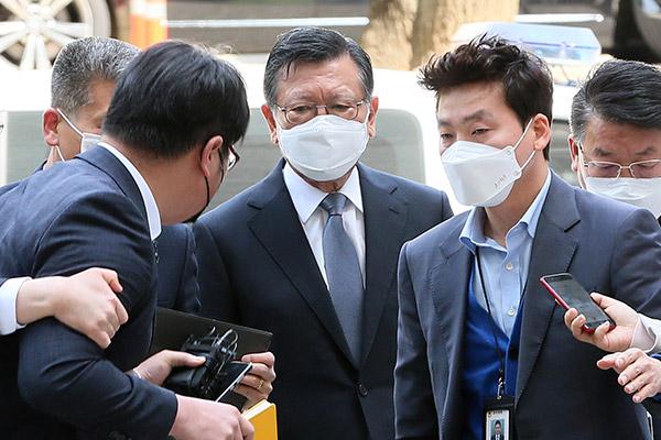 韩锦湖韩亚前会长朴三求因涉嫌不正当内部交易被捕