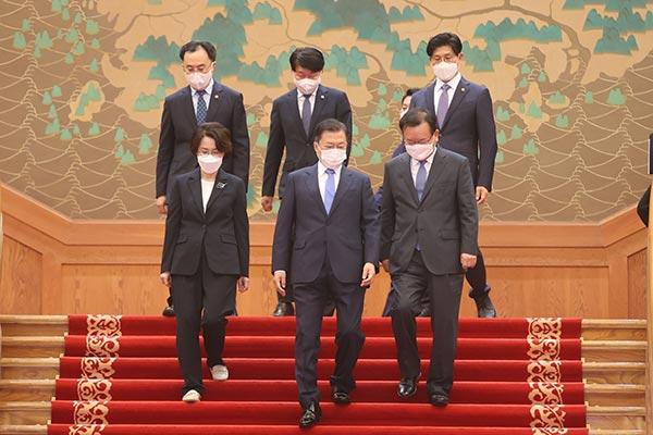 文在寅批准国务总理和两位长官任命案 国民力量党提出抗议