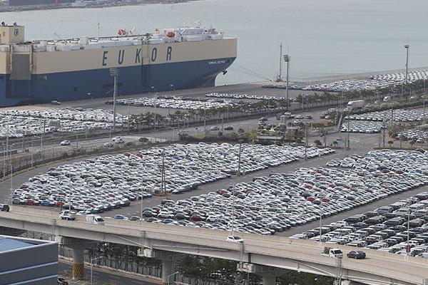 Экспорт южнокорейских автомобилей увеличился в апреле на 53%