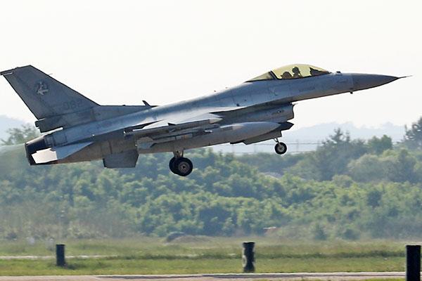 Причиной аварии истребителя KF-16 стала птица