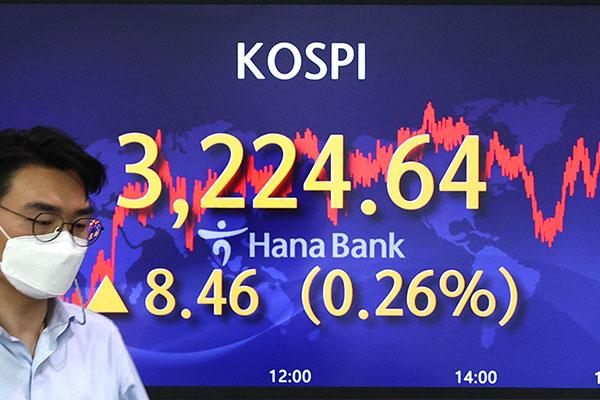 Particulares y extranjeros impulsan el KOSPI