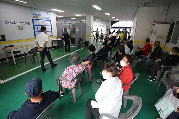 韩第1剂新冠疫苗接种者接近1000万 10日起接种杨森疫苗