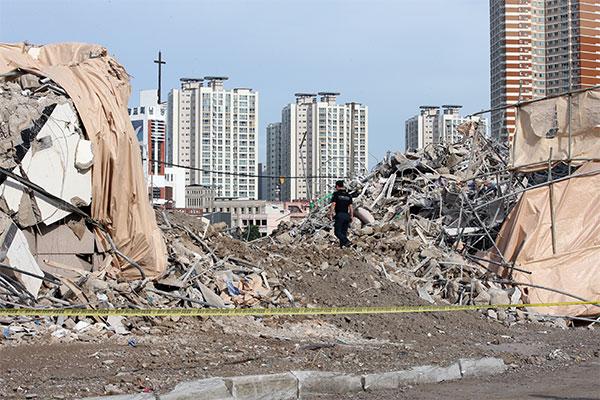 Разбор завалов рухнувшего здания в Кванчжу продолжается