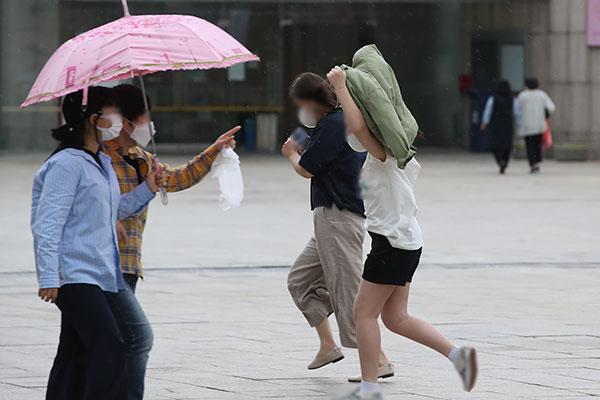 Viernes con menos calor por la lluvia
