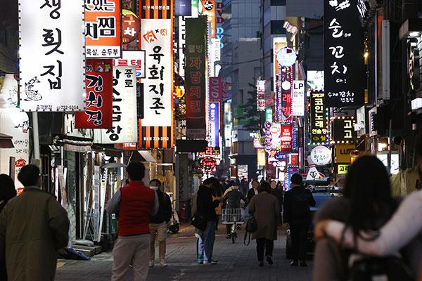 韩政府:现行保持社会距离及禁止5人以上聚会措施再延3周至7月4日