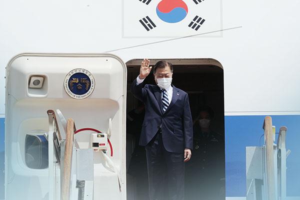 Президент РК отправился на саммит Большой семёрки