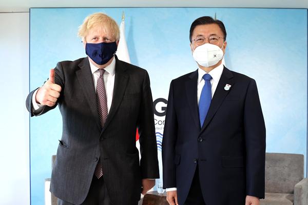 مون يعقد قمة مع رئيس الوزراء البريطاني