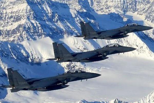 Séoul, Washington et Tokyo ont entamé des manœuvres aériennes conjointes