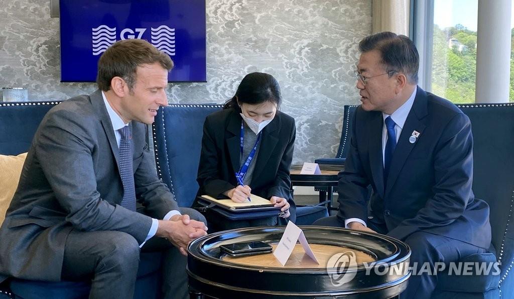Moon Jae-in rencontre Emmanuel Macron en marge du G7