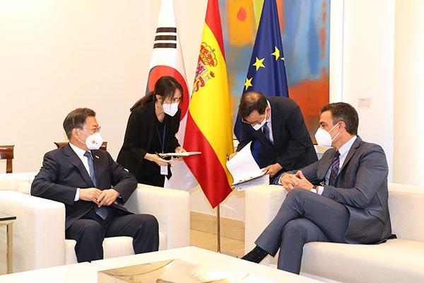 韩国与西班牙将两国关系提升为战略伙伴关系 推动免隔离旅游