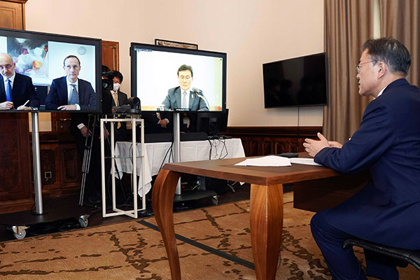 Tổng thống Moon Jae-in đề xuất hợp tác sản xuất vắc-xin COVID-19 với hãng dược Đức