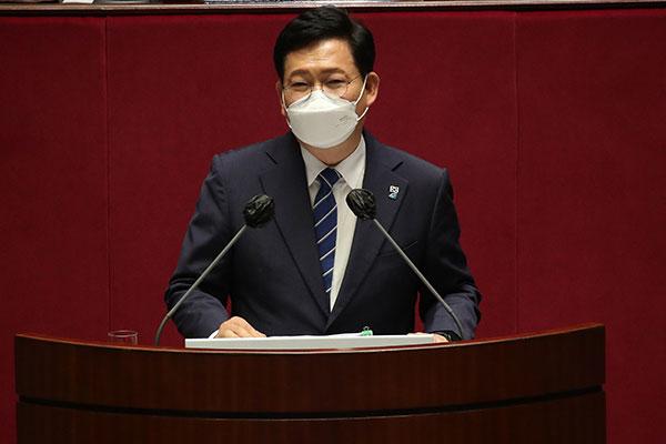Song Young-gil présente les chantiers prioritaires du Minjoo à la tribune du Parlement