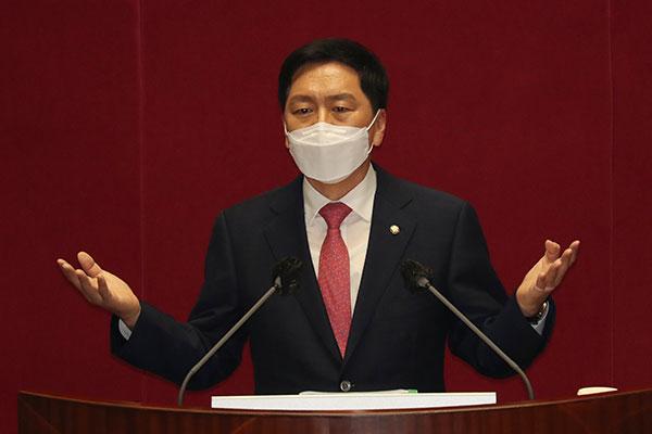 Лидер оппозиции критикует действующего президента за политические ошибки