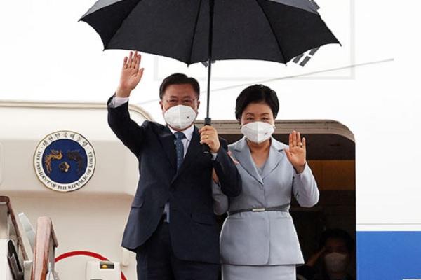 Президент РК вернулся на родину по завершении европейского турне