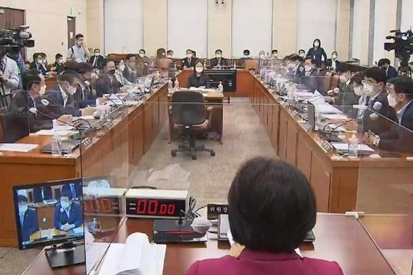 لجنة الإدارة والأمن البرلمانية توافق على مسودة قانون العطلات الرسمية البديلة