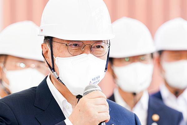 文在寅:力促打造海运产业强国