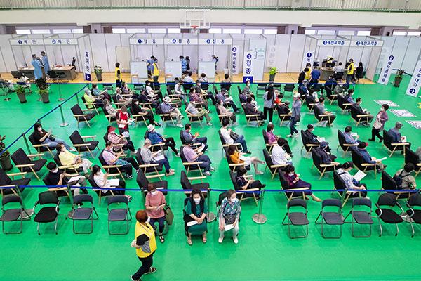 韩5日起为上半年疫苗接种遗漏人员接种新冠疫苗