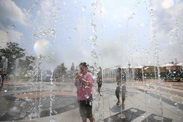 韩半岛出现酷暑天气