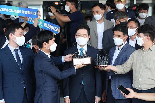 Phản ứng của chính giới về việc Tỉnh trưởng Nam Gyeongsang bị tuyên án tù giam