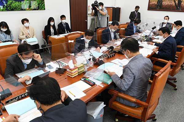 Parlamento prosigue debate sobre presupuesto complementario