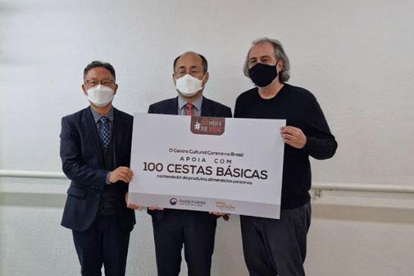 Hàn Quốc trao tặng 100 thùng vật phẩm hỗ trợ tầng lớp yếu thế tại Brazil