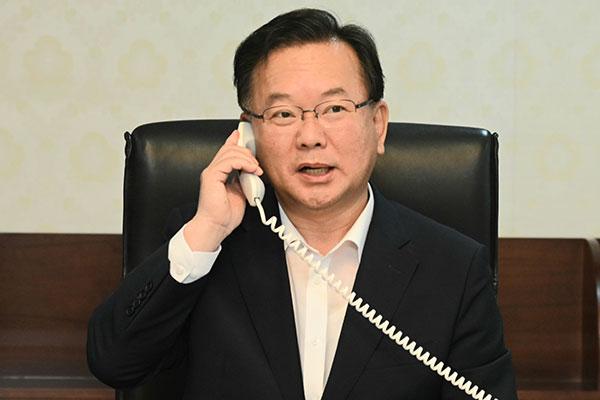 Le Premier ministre s'entretient au téléphone avec son homologue vietnamien