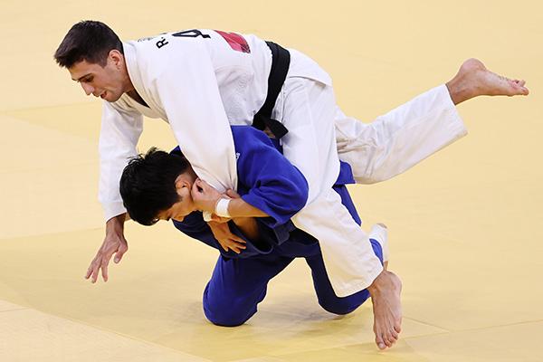 لاعب الجودو الكوري الجنوبي أن تشانغ ريم يفوز بالميدالية البرونزية في أولمبياد طوكيو