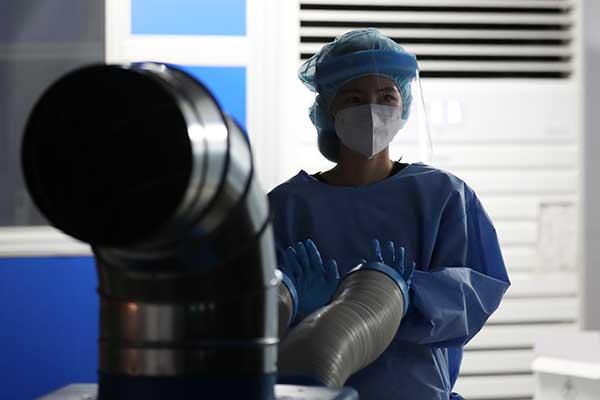 変異株感染者と濃厚接触のワクチン接種完了者 症状無しなら隔離免除