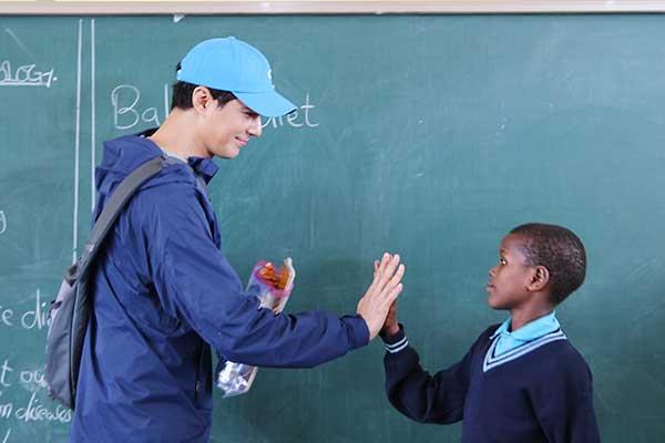 """الممثل """"جو إين صونغ"""" يتبرع لبناء مدرسة في تنزانيا"""