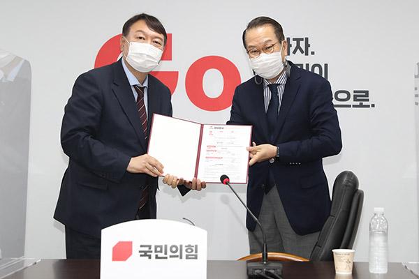 Présidentielle 2022: Yoon Seok-youl rejoint le PPP