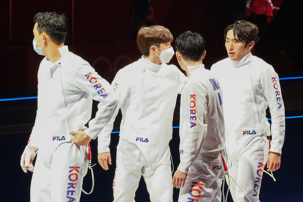 Corea logra bronce en espada masculina por equipos