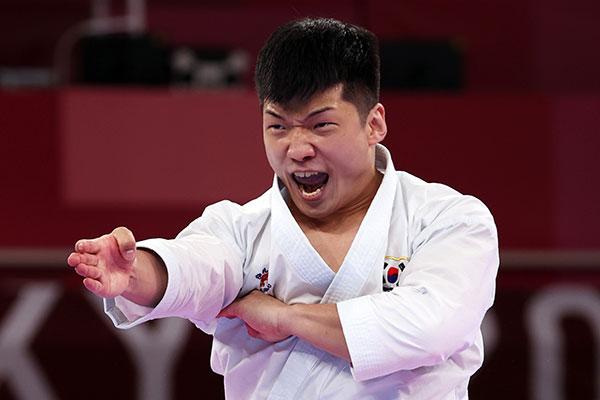 Каратист Пак Хи Чжун сразится за бронзовую медаль Олимпийских игр