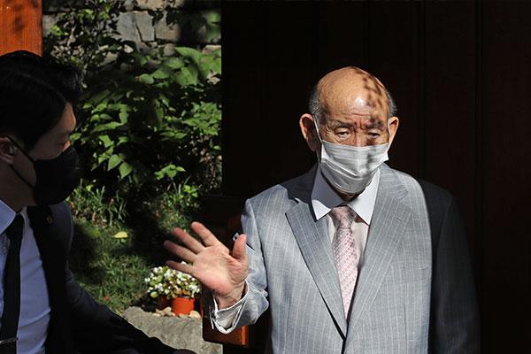 N2全球资讯-全斗焕首次出庭接受毁誉案二审审理
