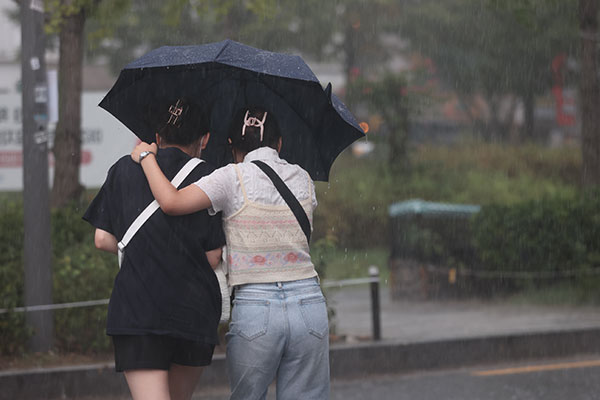 Mt. Halla Flooded by over 800mm of Rain as Typhoon Chanthu Closes in