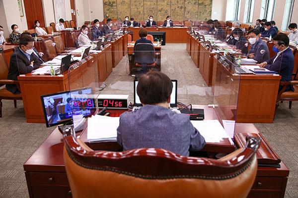 韩国会文化体育观光委员会重新讨论《言论仲裁法》修正案