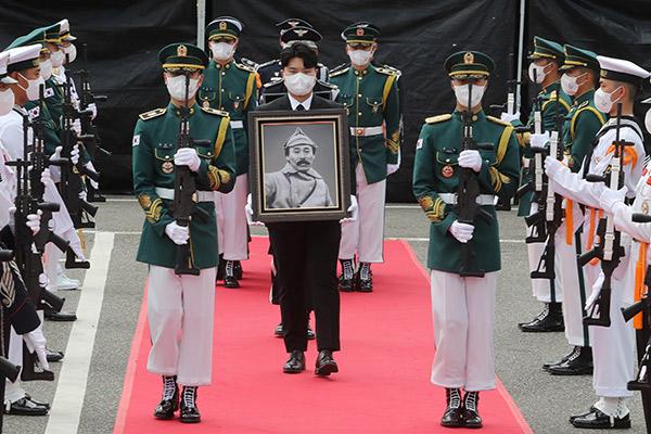Restos del independentista Hong Beom Do descansan en su patria