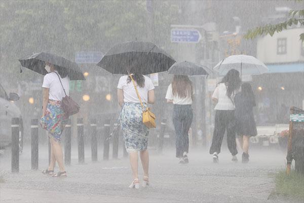 21日から全国的に雨 所によって大雨の見込み