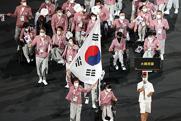 2020东京残奥会开幕 韩国代表团身穿美丽韩服入场