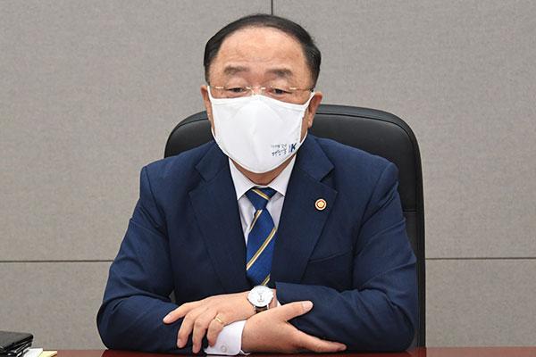 韩财长:中秋前开始发放国民支援金 扩大中秋节主要商品供给