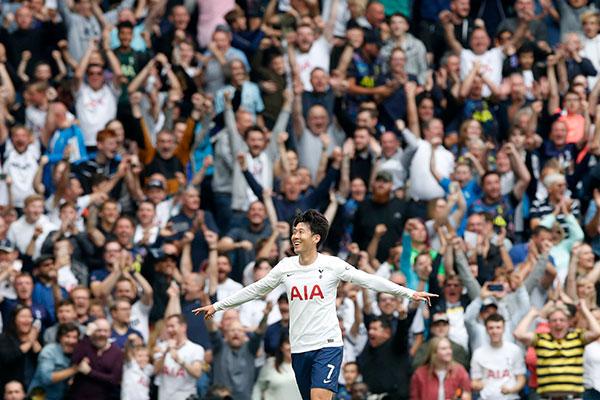 سون هُنغ مين يسجل هدفا في مباراته رقم 200 في الدوري الإنجليزي