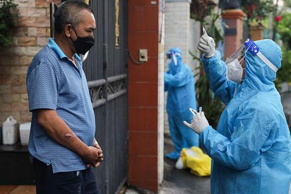 Thành phố Hồ Chí Minh xem xét cấp thẻ xanh cho người đã tiêm ít nhất một mũi vắc-xin COVID-19