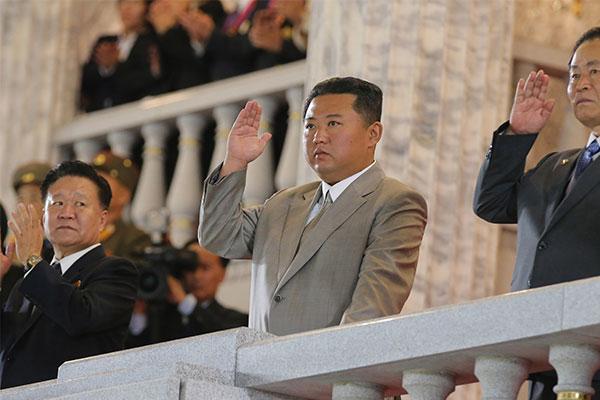 La Corée du Nord organise un défilé pour le 73e anniversaire de sa fondation
