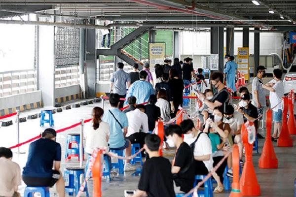 Số ca nhiễm COVID-19 mới tại Seoul lập đỉnh mới trong ngày 14/9