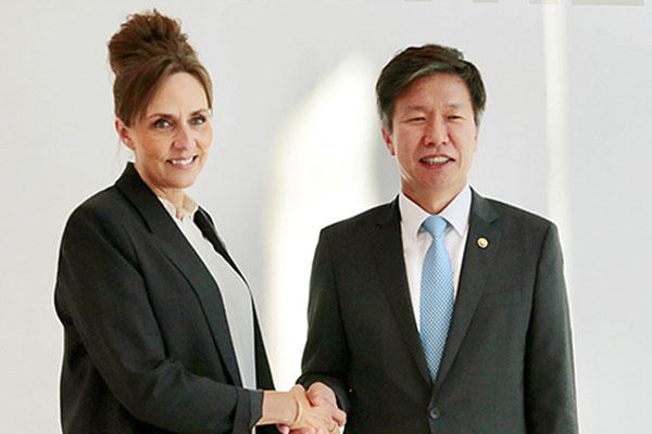 Lãnh đạo thuế Hàn Quốc trao đổi về hành chính thuế phúc lợi với các nước châu Âu