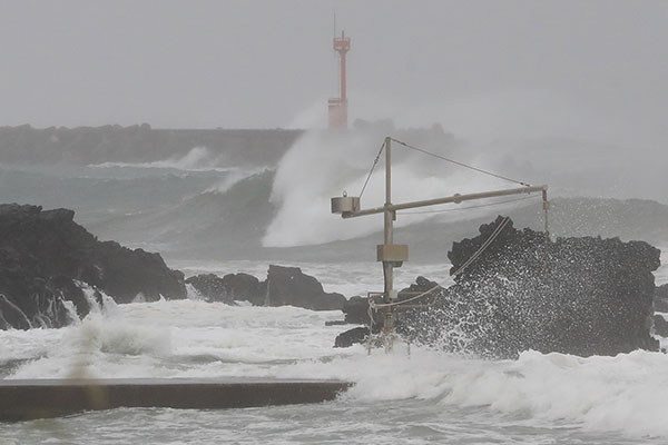 Typhoon Alerts Lifted as Chanthu's Sphere of Influence Exits S. Korea