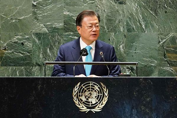 الرئيس الكوري يؤكد على أهمية التوزيع العادل للقاحات كوريا