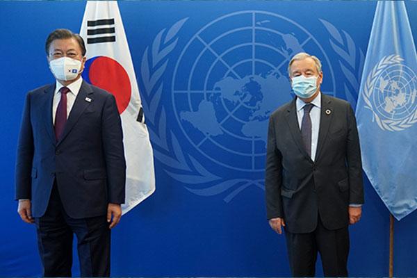 A New York, Moon Jae-in échange successivement avec les dirigeants britannique et slovène ainsi que le patron de l'Onu