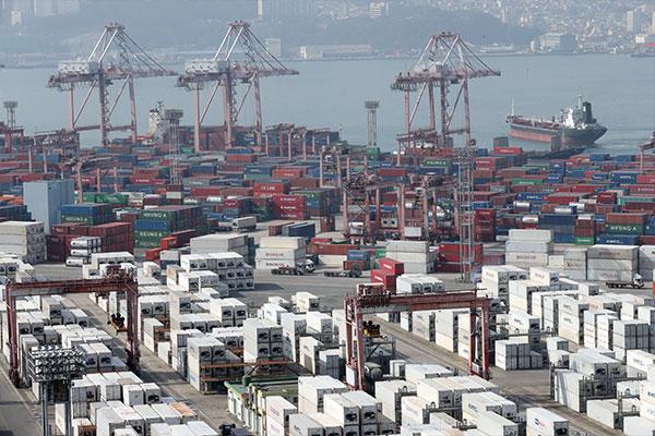 Les exportations en hausse de 22,9 % les premiers vingt jours de septembre